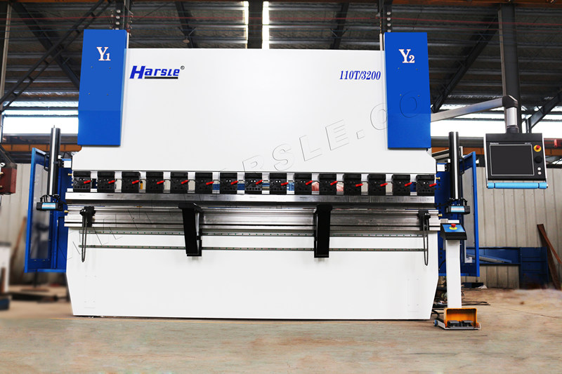 HARSLE WE67K-GENIUS-110T3200 CNC-Abkantpresse in USA installiert